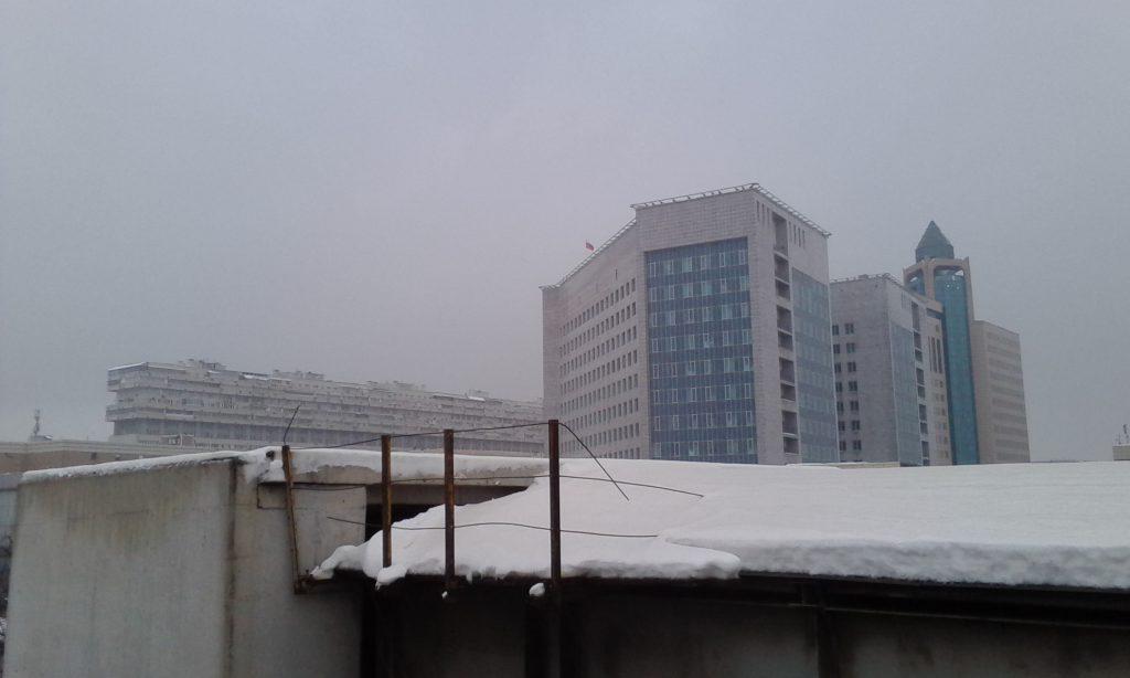 Москва. Здание. Тьма.